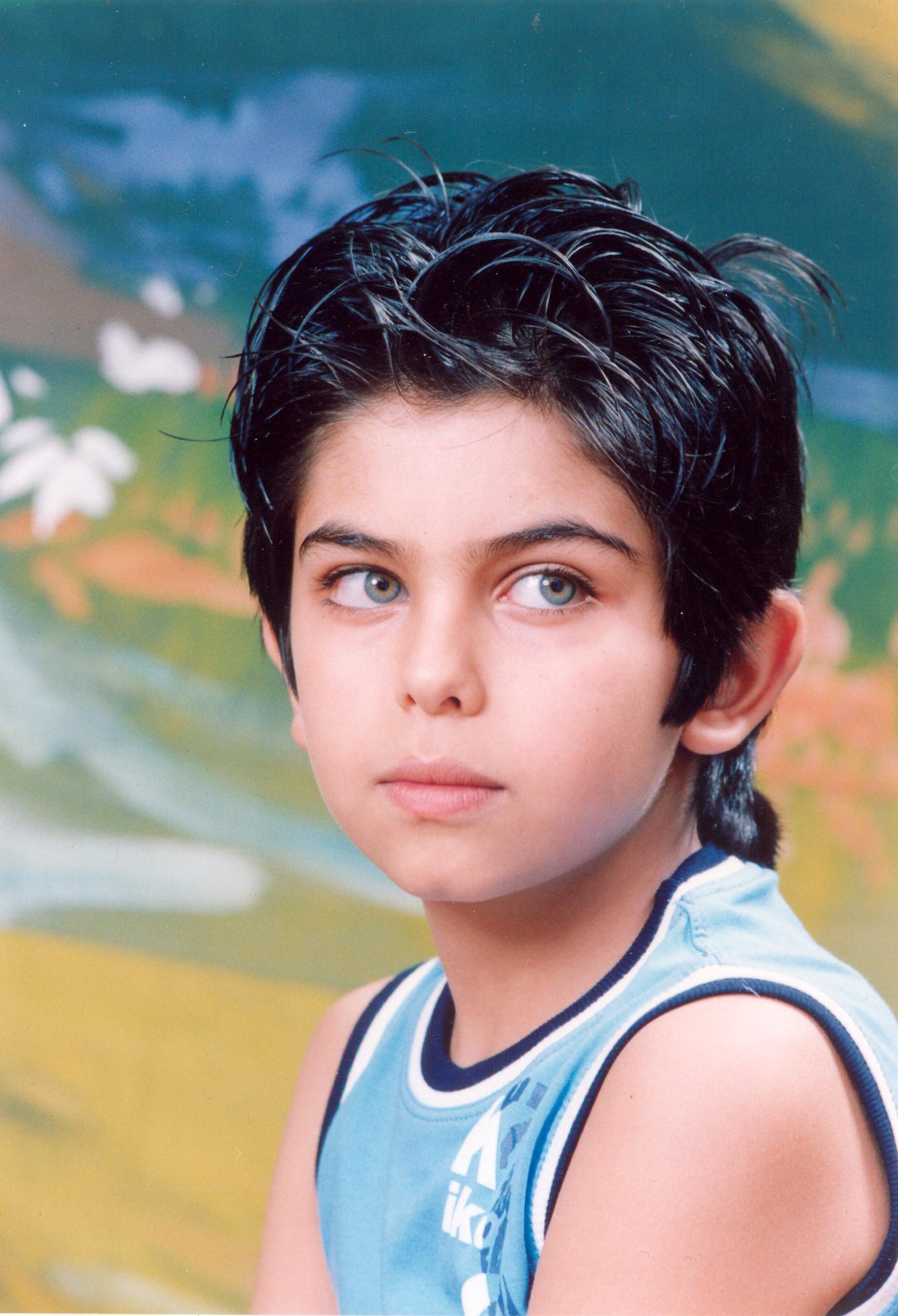 هذه بعض صور الممثل الإيراني الصغير و