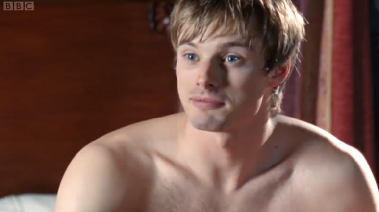 Bradley James as Arthur ~ Merlin | Serien