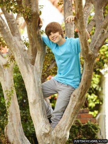 http://www.teenidols4you.com/blink/Actors/justinbieber/justinbieber_1272944189.jpg