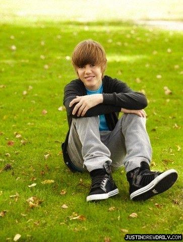 http://www.teenidols4you.com/blink/Actors/justinbieber/justinbieber_1272944193.jpg