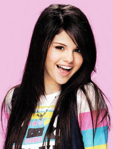 Selena :[