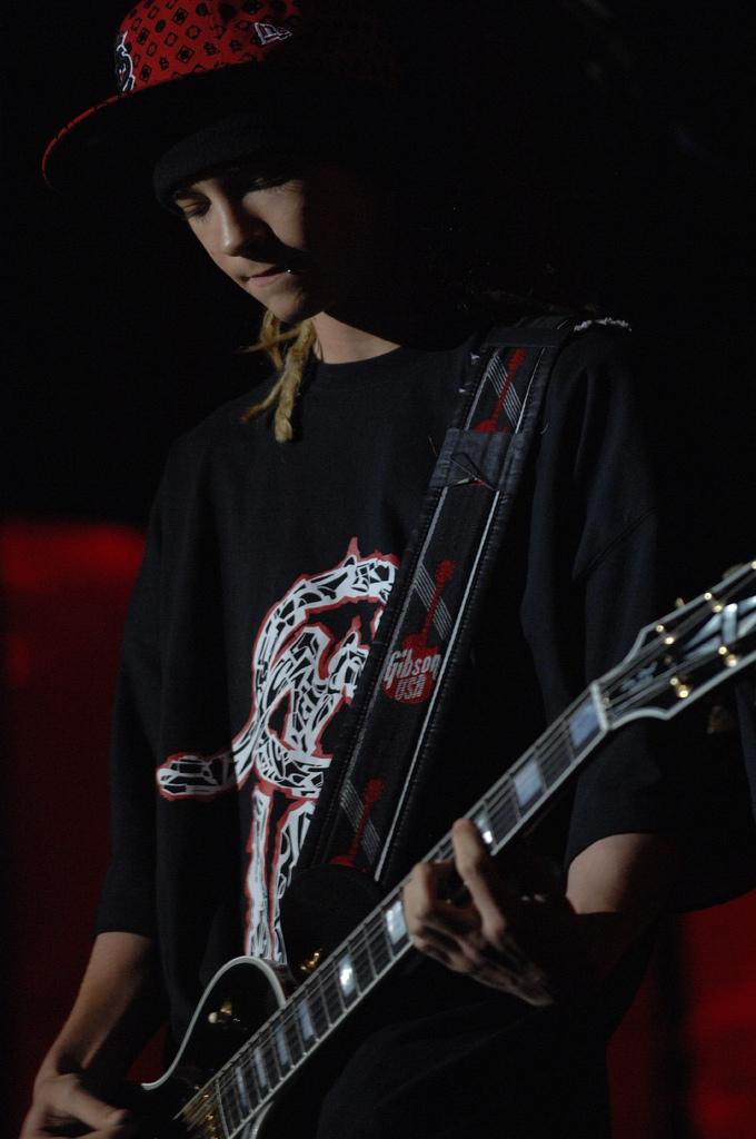 http://www.teenidols4you.com/blink/Actors/tom_kaulitz/tom_kaulitz_1200947838.jpg