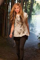 Avril Lavigne : avril-lavigne-1337391282.jpg