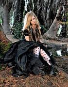 Avril Lavigne : avril-lavigne-1337391287.jpg
