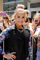 Demi Lovato : demi-lovato-1384381579.jpg