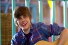 Justin Bieber : justin-bieber-1323175951.jpg
