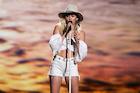 Miley Cyrus : miley-cyrus-1495912245.jpg