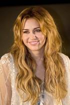 Miley Cyrus : miley_cyrus_1292727450.jpg