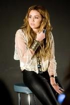Miley Cyrus : miley_cyrus_1292727463.jpg