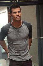 Taylor Lautner : taylor-lautner-1351360711.jpg